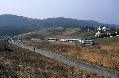 astation apodrute alland alkroatien bhrkroatischebaureihe bhr7021 cordnungsnummer c006 eevubzwfahrzeughalter ehž jaufnahmedatuminjjjjmmtt j20050324 nnummerartdeszuges nb791 novimarof gespanschaftvaraždin kroatien hr zug züge bahn eisenbahn lok railway railroad train fullhd dmu croatia