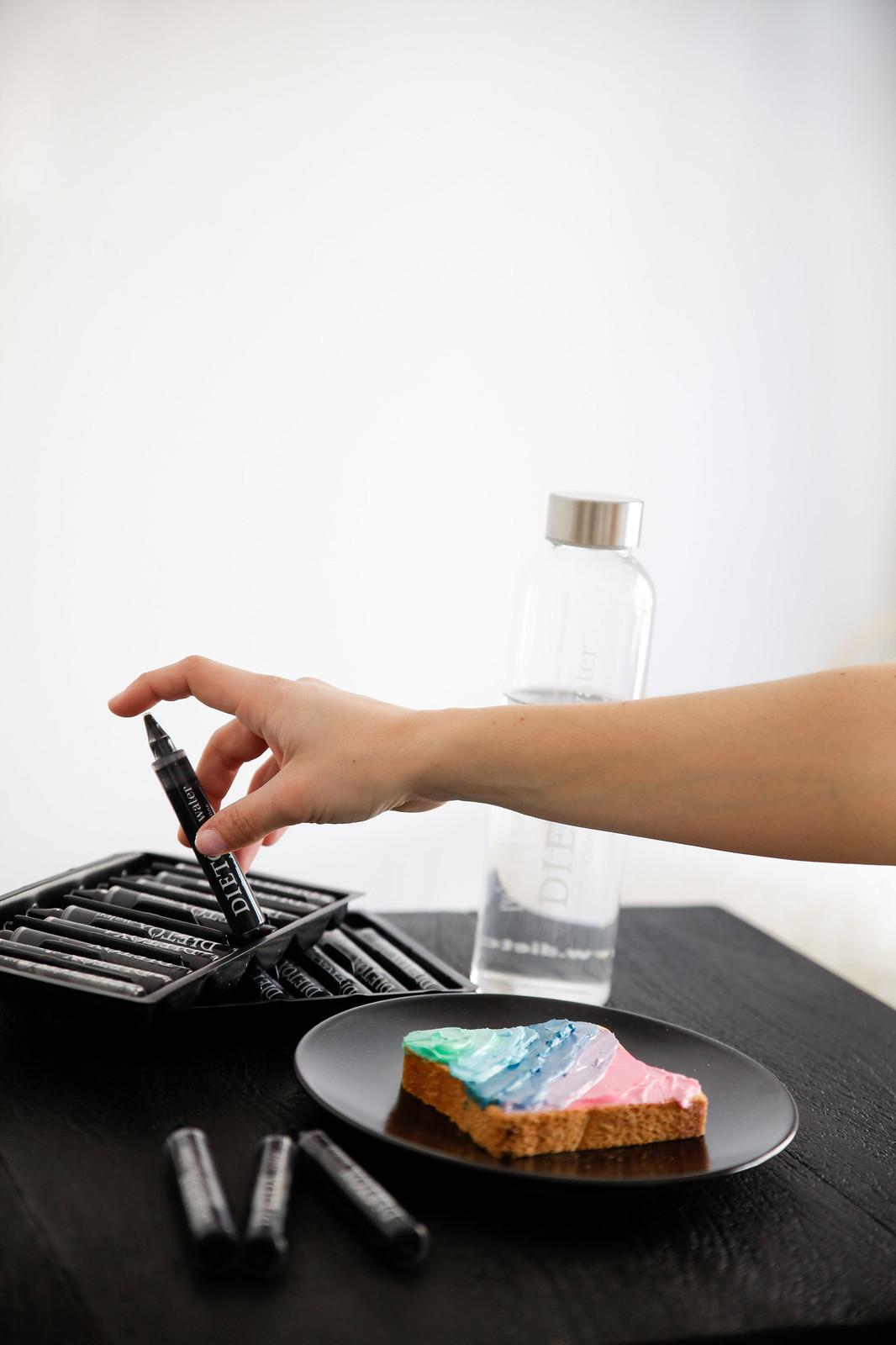 08_agua_alcalina_dietox_water_healthy_water_theguestgirl_black_water_agua_negra