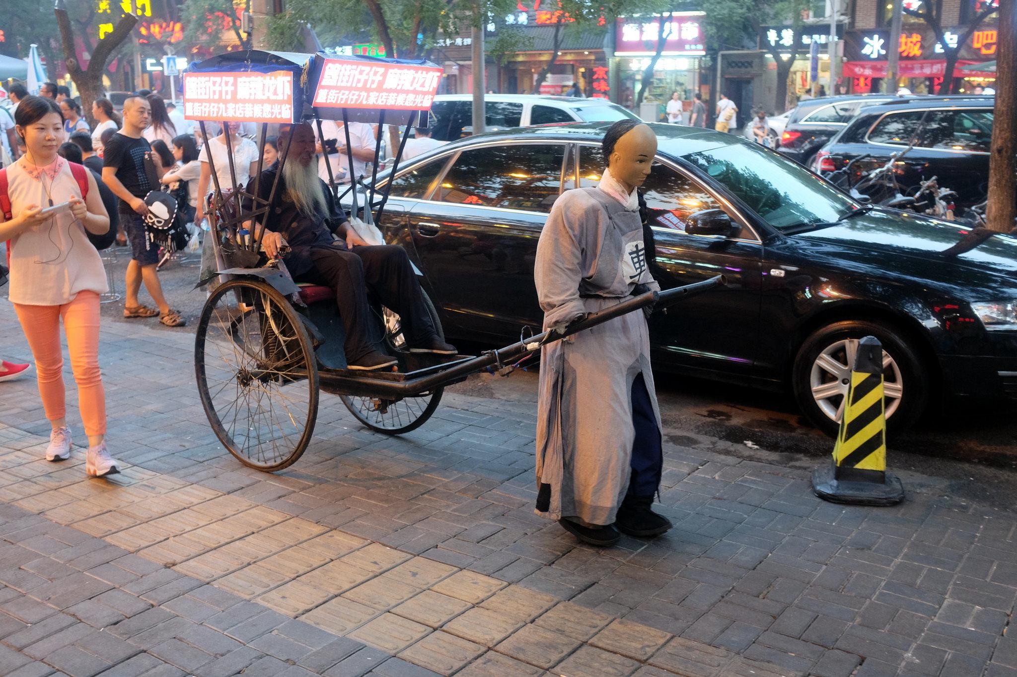 Beijing again in front of Hua´s Restauranr