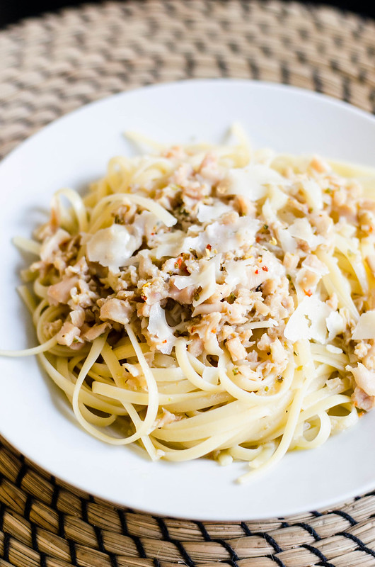 Linguine with Clam Sauce | cookingalamel.com