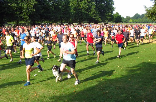 parkrunners set off on Lime Avenue