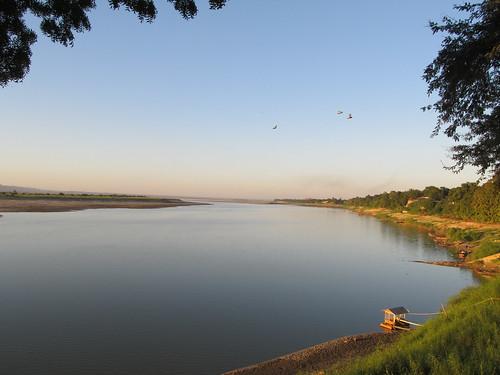 New Bagan: coucher de soleil sur le fleuve Irrawaddy