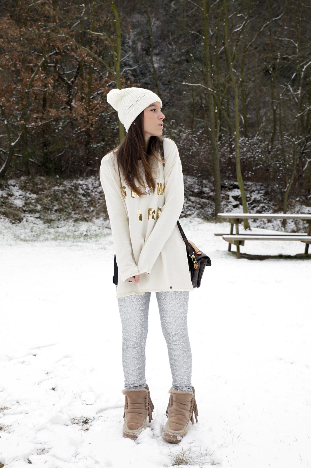 07_SNOW_GIRL_OUTFIT_THEGUESTGIRL_LAURA_SANTOLARIA_FASHION_BLOGGER_RUGACOLLECTION_MOUBOOTS_WINTER