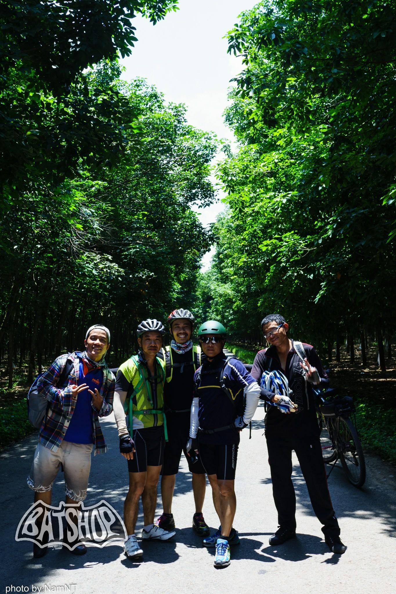 20638039062 332ef0f93b k - Hồ Cần Nôm-Dầu Tiếng chuyến đạp xe, băng rừng, leo núi, tắm hồ, mần gà