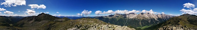 Panoramaausblick vom Gipfel des Knebelstein