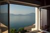 День 6. Женева и Швейцарская ривьера - прибыли на место, мы наконец выдохнули от дороги и ахнули от увиденного... А из нашего окна, гладь Женевская видна!
