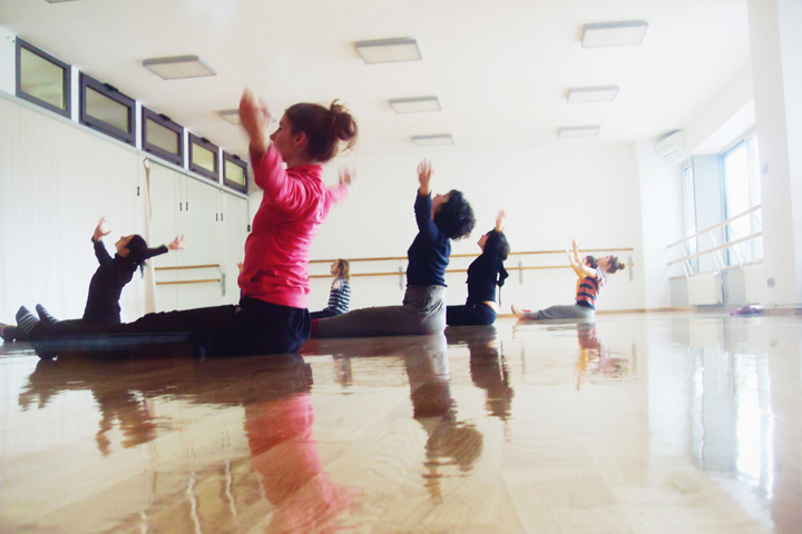 contemporary-dance-class-floorwork-kinoumestudio