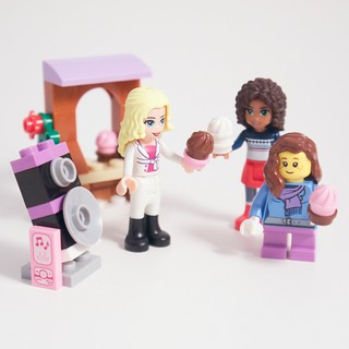 LEGO Advent 2015 Day 19 Cupcake Party