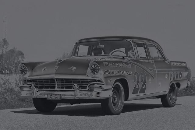 Ford Fairlane 312 Town Sedan 1956 - B&W (8534)