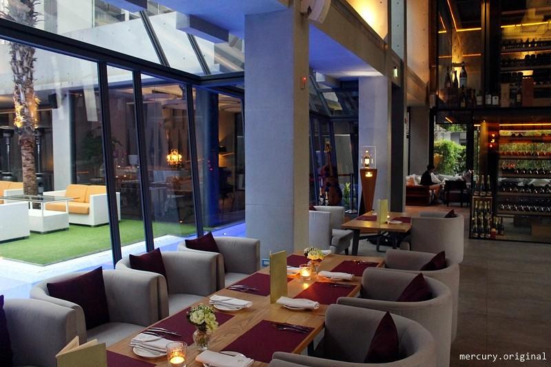 33105303126 ae528a5a14 b - 熱血採訪 | 台中西屯【Beluga Restaurant & Bar 法式餐廳】夜太美!都會享樂景觀池畔,氣氛優雅浪漫的約會餐廳