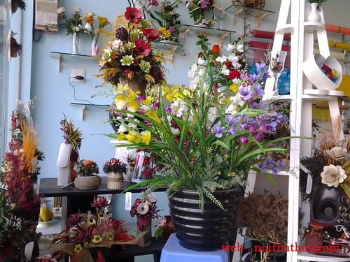thiết kế cửa hàng hoa tươi nữ tính đẹp mắt