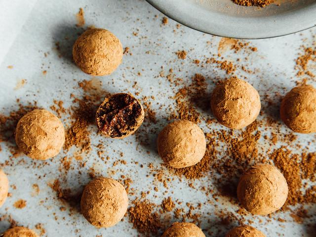 Raw tahini brownie bites