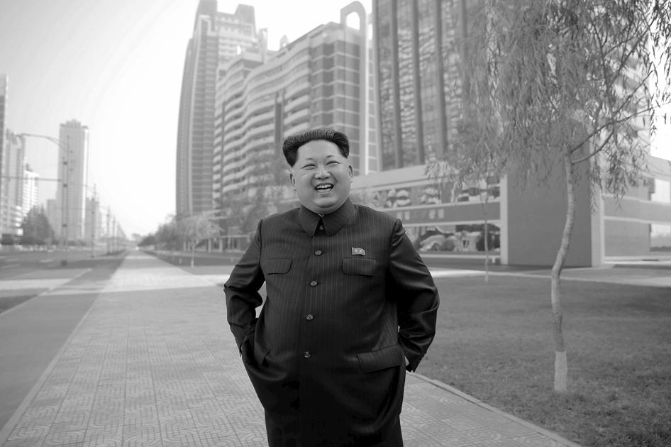 151023_PRK_Kim_Jong_Un_Mirae_Scientist_Street_Pyong_yang_v1_BW_6x9