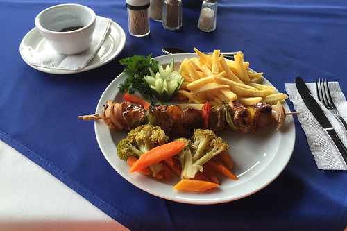 Skewer with french fries / Fleischspieß mit Pommes Frites