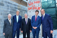 Former U.S. National Security Advisor Brent Scowcroft, U.S. Secretary of State John Kerry, German President Joachim Gauck, and Atlantic Council President and Chief Executive Officer Frederick Kempe pose for a photo in front of a segment of the Berlin Wall that will be displayed in the U.S. Diplomacy Center in Washington, D.C., on October 7, 2015. [State Department photo/ Public Domain]