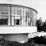 Kornhaus des Bauhaus Dessau Ensemple - analog, S/W, 6x6