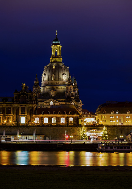 Frauenkirche and Christmas market