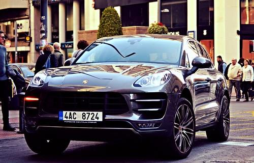 Porsche Macan Turbo.