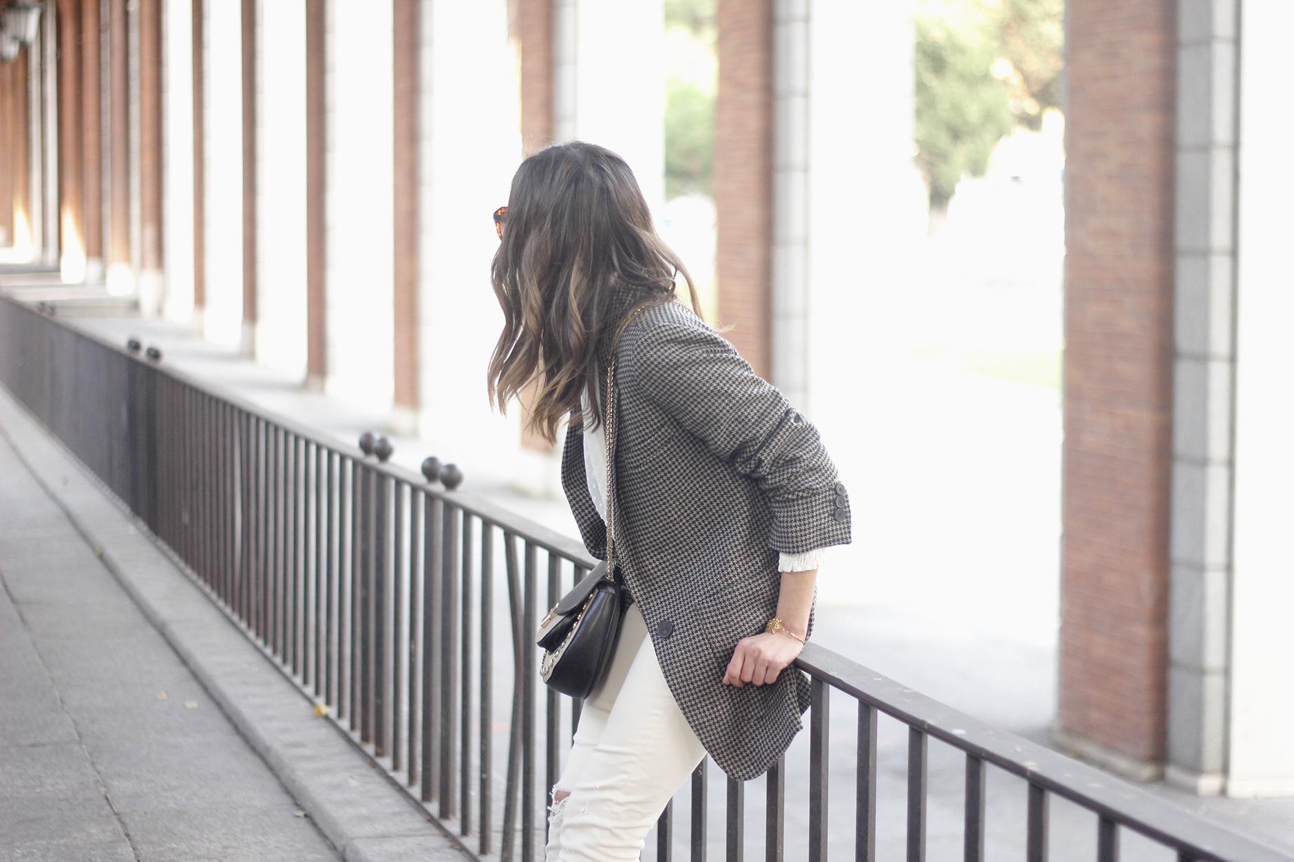 Plumeti blouse houndstooth blazer white jeans outfit style streetstyle04