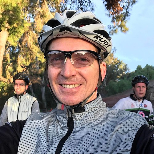 It's the weekend, time for another ride. Del Dios loop this morning, good to be back on the bike and in the middle of the group. . . #velonutz #sandiego #saturday #bikeride @provizsports @rudyproject #roadbike #winter