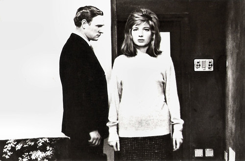 Monica Vitti and Richard Harris in  Il deserto rosso (1964)