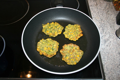 45 - Polentataler beidseitig anbraten / Fry polenta pancakes from both sides