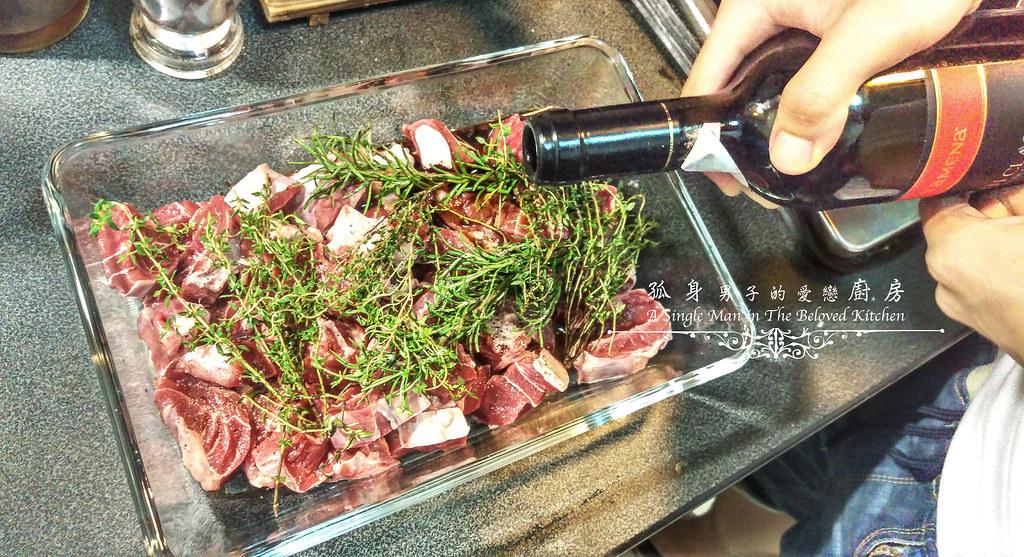 孤身廚房-香草使用不手軟!我的招牌香料燉牛肉2