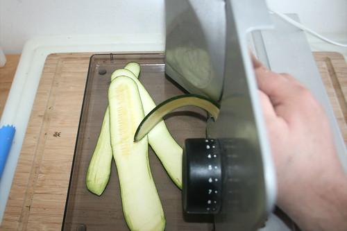39 - Zucchini in Streifen schneiden / Cut zucchini in stripes