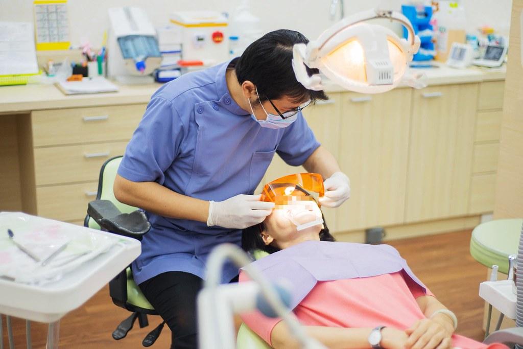 黃牙退散!到高雄人本自然牙醫診所做牙齒冷光美白還我一口自信白牙 (12)