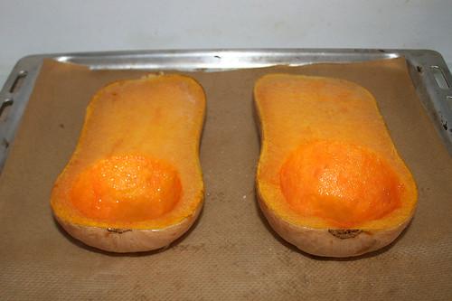 29 - Kürbis aus Ofen entnehmen / Take pumpkin from oven