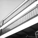 Detail Außen am Hauptgebäude des Bauhaus Dessau Ensemple - analog, S/W, 6x6