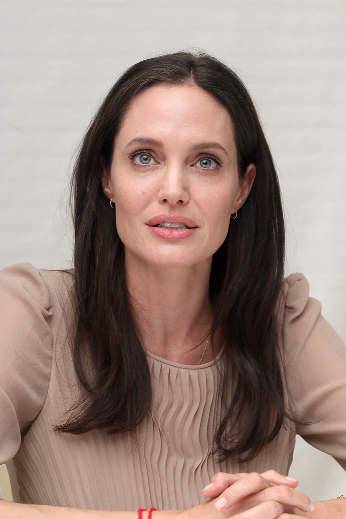 Анджелина Джоли — Пресс-конференция «Лазурный берег» 2015 – 75