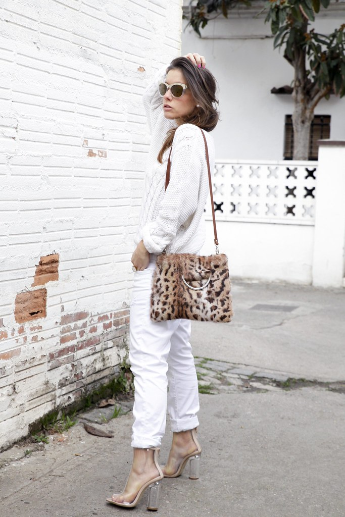 013_TOTAL_WHITE_OUTFIT_AND_LEO_LAURA_SANTOLARIA_THEGUESTGIRL_INFLUENCER_BARCELONA