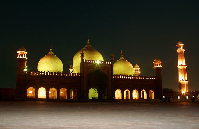 badshahi masjid at night - a photo on Flickriver