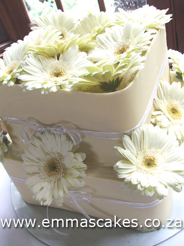 Small 2 tier square wedding cake Square wedding cake with white chocolate