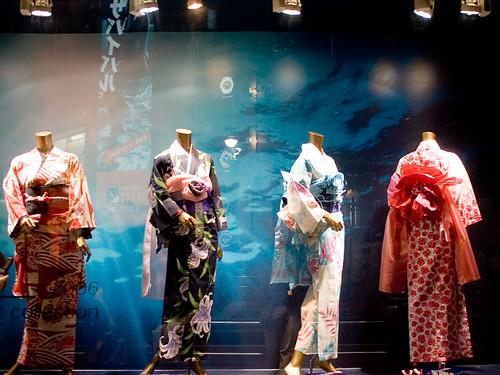 kimono at night - IMGP0963