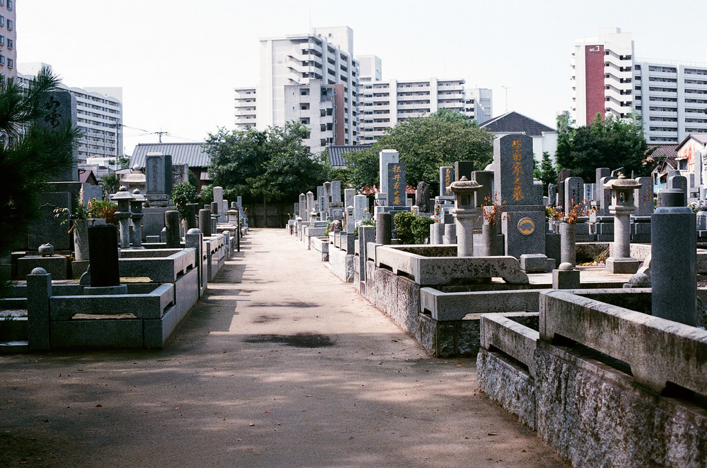 崇福寺 福岡 Fukuoka 2015/09/03 崇福寺旁的墳墓。  Nikon FM2 / 50mm AGFA VISTAPlus ISO400 Photo by Toomore