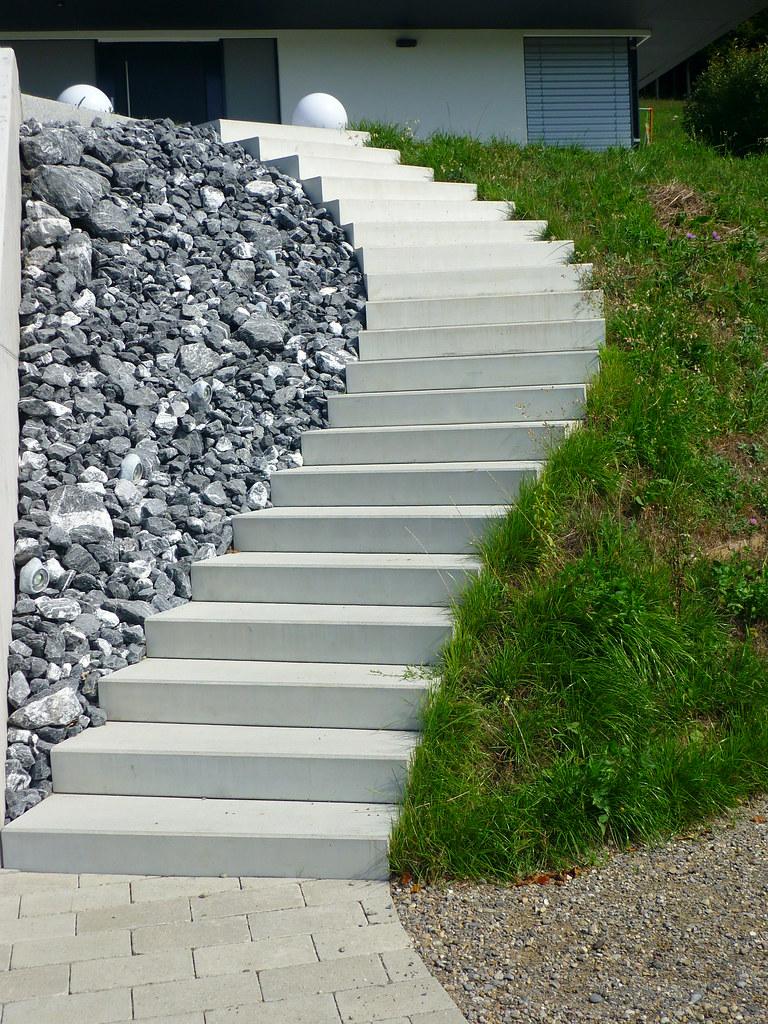 Bezaubernd Klepfer Naturstein Foto Von Geschwungene Betontreppe
