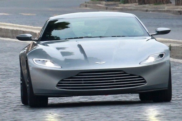 SPECTRE - Aston Martin DB10 - 2