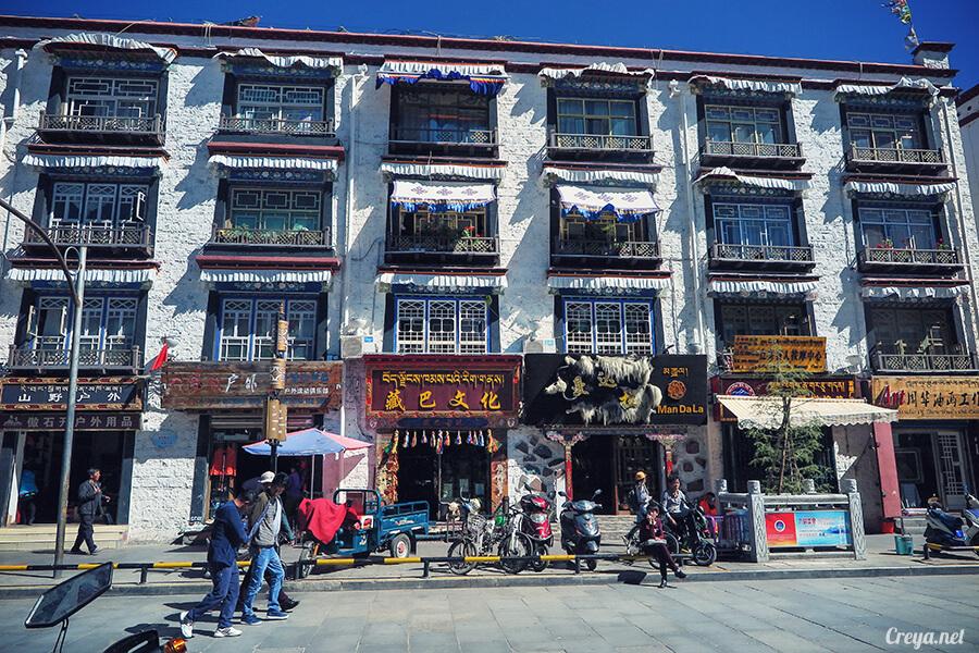 2015.12.09 ▐ Tibet 西藏踢北去 ▐ 尋找藏人真正的拉薩中心,被信仰力量震撼的大昭寺與舊城區 04.jpg