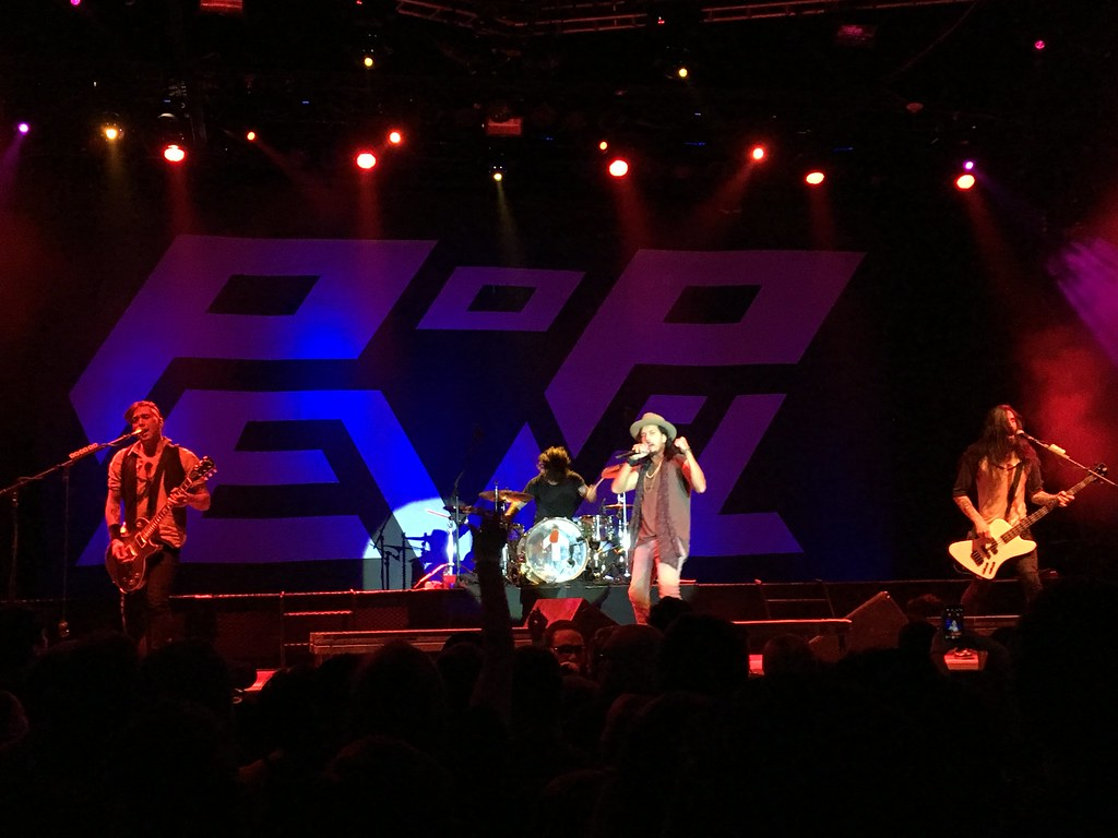 Concert - Pop Evil 2015