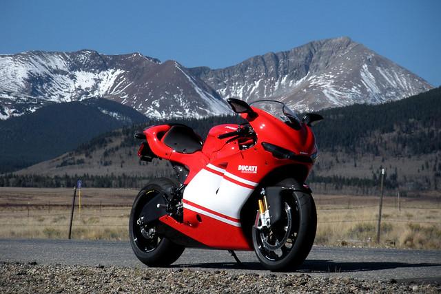 Спортбайк Ducati Desmosedici RR