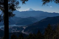 富士と高速と相模湖@小仏峠の少し先
