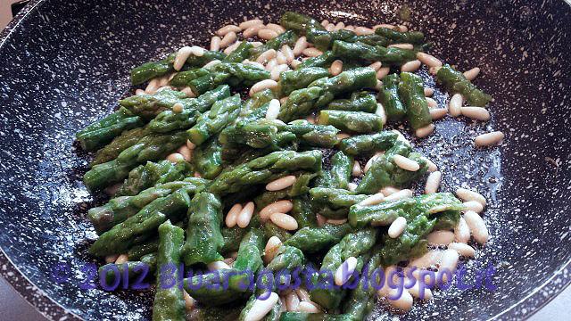 03-finiamo di cuocere asparagi e pinoli
