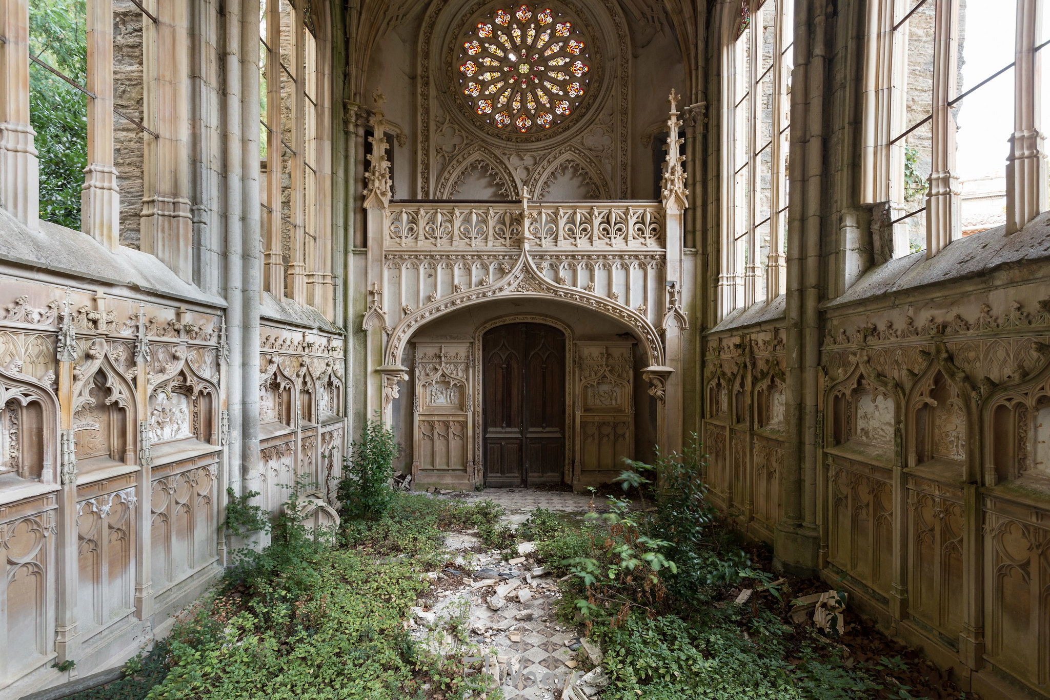 Abandoned Church abandoned church in france [2048x1365]el vagus : abandonedporn