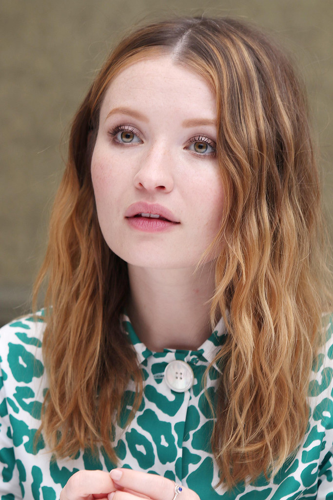 Эмили Браунинг — Пресс-конференция «Легенда» на «TIFF» 2015 – 22