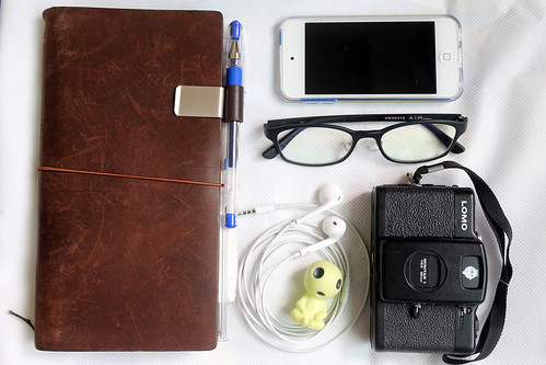 What's in my bag? Traveler's Notebook, iPod Touch 6, EarPods, Lomo LC-A+, AirUltem glasses and kodama.
