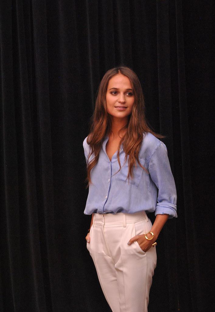 Алисия Викандер — Пресс-конференция «Девушка из Дании» на «TIFF» 2015 – 33