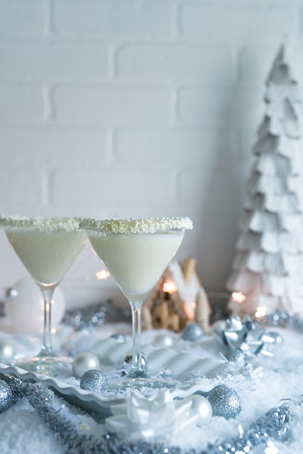 White Christmas Cocktails www.pineappleandcoconut.com