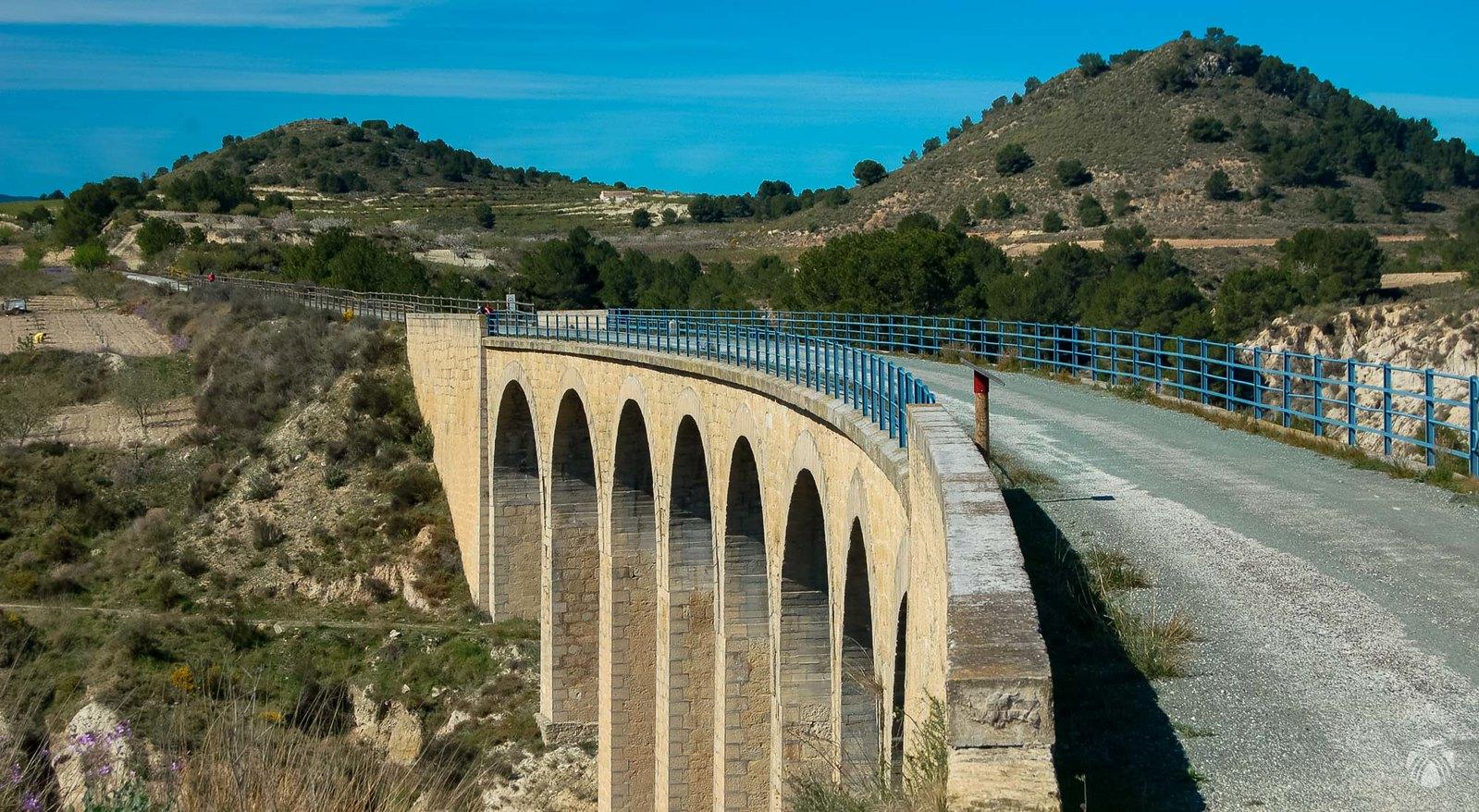 Viaducto sobre el río Mula